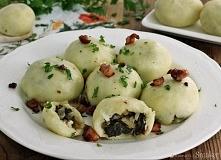 Kluski z kapustą i suszonymi grzybami       kluski: 1 kg ziemniaków     2 jaj...