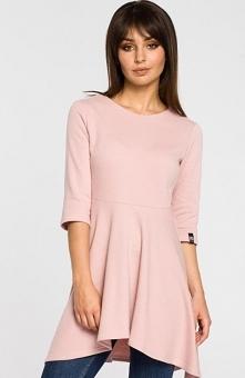 BE B057 bluzka pudrowy róż Kobieca bluzka damska, wykonana z jednolitej bawełnianej dzianiny, bluzka z przedłużonym fasonem świetnie będzie komponować się w zestawieniu z leggin...