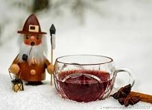 Grzane wino - zalety przypraw korzennych       1 litr wytrawnego czerwonego wina     świeżo starta skórka z jednej cytryny i z pół pomarańczy     jedna laska cynamonu     50 ml ...