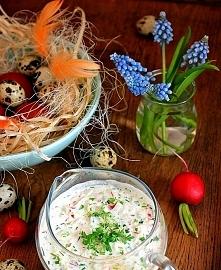 Sos wielkanocny do jajek i wędlin  * 5 rzodkiewek * 1/2 ogórka * 2 łyżki pokr...