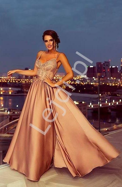 Suknia wieczorowa na cieńkich ramiączkach   suknia na wesele w kolorze kawa z mlekiem - Bella Wieczorowa suknia w kolorze kawy z mlekiem z rozcięciem seksownie ukazującym nogę. Suknia na cieńkich ramiączkach. Suknia na wesele, na bal, na studniówkę, dla świadkowej.