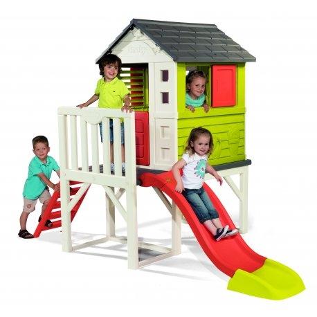 Absolutny HIT - wspaniały Domek na palach ze zjeżdżalnią cenionego producenta zabawek francuską firmę Smoby dla dzieci od lat 2. W wykonanym z wysokiej jakości tworzywa plac zabaw dominuje biel połączona z czerwienią zjeżdżalni oraz okiennicy,zielenią ścian i szarym dachem. Wyposażony został w: domek umieszczony na podeście ( długość pali 70 cm) dwa okna z przesuwanymi żaluzjami otwierane drzwiczki antypoślizgową drabinkę do wchodzenia werandę zjeżdżalnię o długości 150 cm z możliwością podłączenia węża ogrodowego Solidnie wykonany plac zabaw dla dzieci zabezpieczony został powłoką anty UV chroniącą kolory dzięki czemu zabawka będzie służyć wiele lat. Niewątpliwą atrakcją domku na palach jest zjeżdżalnia o długości ślizgu 150 cm do której można podłączyć wąż ogrodowy ,co sprawi, że zmieni się w zjeżdżalnię wodną.   BRYKACZE.PL - sklep z markowymi zabawkami. Brykacze.pl to: zabawki, place zabaw, kąciki zabaw, kuchnie, jeździki, domki dla lalek, lalki, gry, zabawki edukacyjne, rowerki i tysiące innych produktów. Wyposażenie dla przedszkoli oraz innych placówek edukacyjnych. Tylko markowe zabawki największych europejskich i amerykańskich producentów! Smoby, Little Tikes, Dickie, Simba, Eichhorn, Big, Clics, Abrick Ecoiffier, Klein, Peg Perego, Step2, Rolly Toys, Feber, Berg, Alexander, Kid Kraft, Clementoni, etc. Oficjalny dystrybutor marki Smoby i Little Tikes. Sprzedaż hurtowa i detaliczna. Wysyłka na terenie całego kraju.