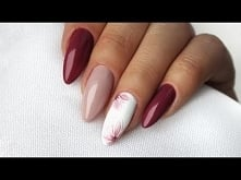 DELICATE FLOWER NAIL DESIGNS