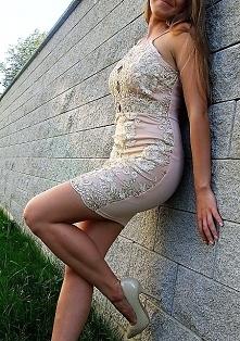 Piękna koronkowa sukienka z...