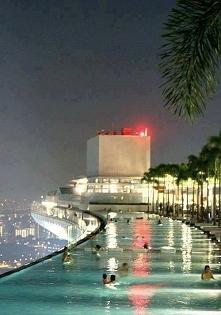 Piscină la etajul 57, Marina Bay, Singapore.