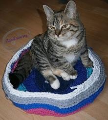 Szydełkowane legowisko dla kota z recyklingowej włóczki. Też chcesz takie dla swojego zwierzaka? :)  Szczegóły po KLIKnięciu w zdjęcie i na blogu adzik-tworzy.pl