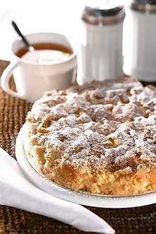 Kanadyjska szarlotka froda        4 jabłka golden delicjusz     1.5 szklanki mąki pszennej     5 łyżeczek mąki ziemniaczanej     8 dag masła     1.75 szklanki brązowego cukru   ...