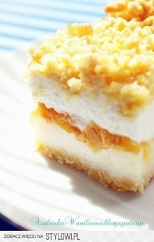 Ciasto z brzoskwiniami i pianką Składniki : - 2 i 1/2 szkl. mąki - 5 jajek (białka oddzielnie) - 1 kostka margaryny - szczypta soli - 2 łyżki cukru - 2 łyżeczki proszku do piecz...