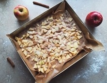 Prosty, szybki przepis na ciasto cynamonowe z jabłkami w 30 min! Przepis znaj...