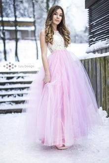Piękna suknia z tiulowym do...