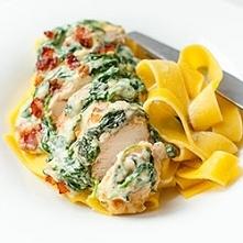 Filety z kurczaka zapiekane pod kremowym sosem szpinakowycm