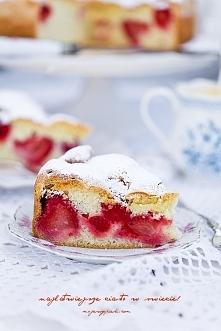 ciasto z mrożonymi owocami