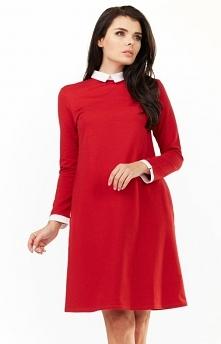 Awama A204 sukienka czerwona Śliczna sukienka damska, wykonana z miękkiej jednolitej dzianiny, dekolt ozdobiony kołnierzykiem