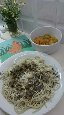 Makaron (algi morskie) sos pieczarkowy. Smażymy cebulę na złoty kolor i dodaj...