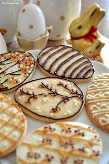 Kruche ciasteczka w kształcie pisanek. Przepis na najprostsze kruche ciastecz...