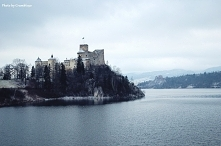Zamek w Niedzicy zimą.