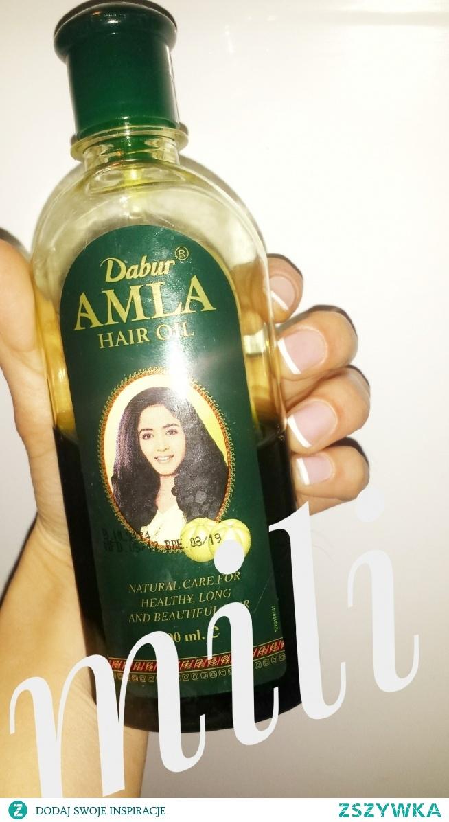 Na pewno wiele z was marzy o włosach gęstych i lśniących jakie posiadają Pakistanki czy Indyjki...ich magicznym rezultatom przychodzi na pomoc idyjski olejek do włosów. Czyni cuda jeszcze efektywniejsze niźli olej kokosowy.  Ponadto moda na olej stosowana jest dopiero od nie dawna a one te oleje stosują od wielu pokoleń.  Szczególnie polecam osobom z farbowanymi włosami...
