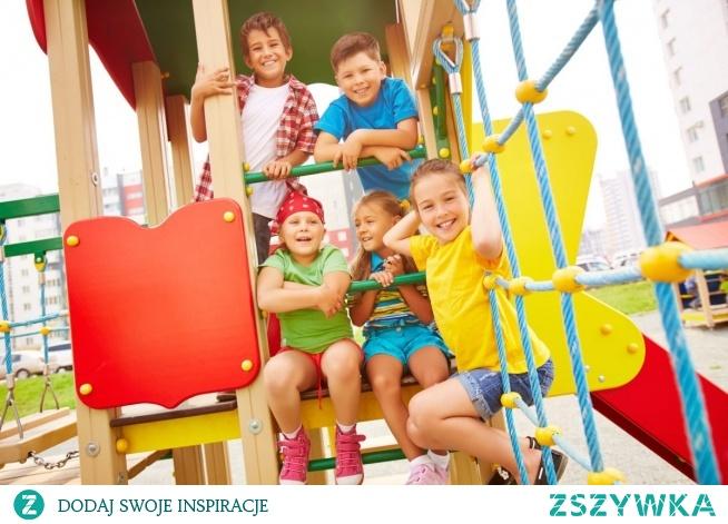 Może się nam wydawać, że rok czy dwa lata różnicy w wieku dziecka to mało. Nic bardziej mylnego. Dzieci w wieku szkolnym mają zupełnie inne potrzeby związane z zabawkami, niż te młodsze. Czas przeznaczony na zabawę jest u nich znacznie krótszy, bo ograniczony obowiązkami szkolnymi. Zabawki ogrodowe mają zapewnić  możliwość dużego wydatku energii w krótkim czasie lub wręcz odwrotnie – pozwolić na odpoczynek i wyciszenie.