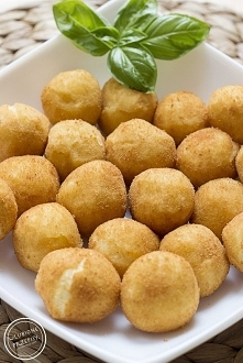 Kulki ziemniaczane – Dufinki  0,6 kg ziemniaków 1 jajko 2,5 -3 łyżki mąki zie...