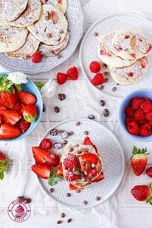 Placki kefirowe z truskawkami - Wypieki Beaty