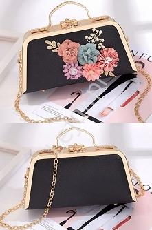 Unikatowa czarno złota torebka w formie kuferka. Torebka kuferek z uchwytem wysadzanym błyszczącymi cyrkoniami. Torebka z czarną ekoskórką, z kwiatami 3D i perełkami. A unique b...