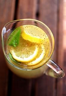 Lemoniada z nasionami chia