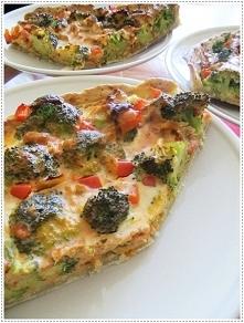 Tarta łososiowo-brokułowa z papryką