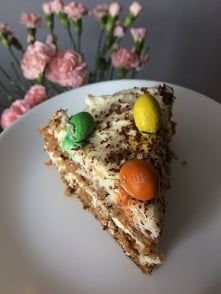 Pyszne, kolorowe ciasto marchewkowe :)  Składniki: - 2 jajka - 130g cukru brą...