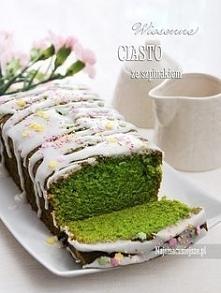 Ciasto ze szpinakiem Składniki (forma 12 x 22 cm): 170 g mąki 200 g cukru 100-150 g listków świeżego szpinaku 110 ml oliwy z oliwek (albo oleju rzepakoweo) 2 duże jajka 1 łyżecz...