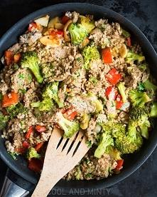 kasza gryczana z polędwicą wołową i brokułami