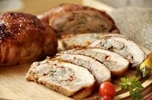 6 ćwiartek z kurczaka kolorowe mini papryki natka pietruszki ½ kg mięsa wieprzowego 1 jajko 1 cebula ¾ szkl. bułki tartej zalanej zimnym mlekiem po sam rant łągodna papryka w pr...