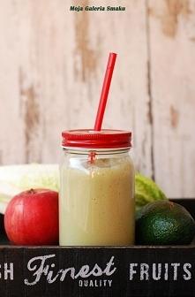 Koktajl z sałatą i awokado       1/2 awokado     5 liści sałaty     1 łyżka soku z cytryny     1 jabłko     250 ml wody     1 banan     mały kawałek imbiru   Jabłko obrać ze skó...