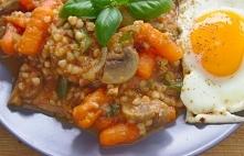 Wegetariańskie kaszotto. Kasza gryczana w pomidorach na szybki obiad lub ciep...