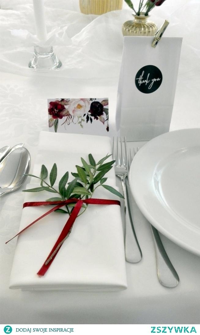 Dekoracja serwetki na sole weselnym