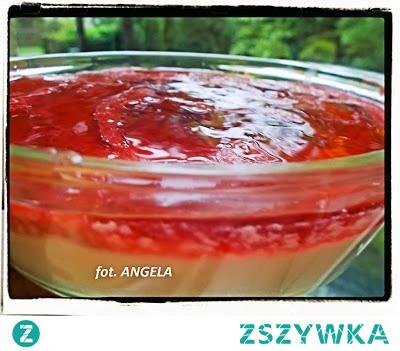 Sernik na zimno z jogurtu greckiego z musem truskawkowym - Greek Yoghurt with Strawberry Mousse - Gelatina con lo yogurt greco alle fragole