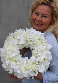 wianek dekoracyjny z hortensji - idealna ozdoba komunijnego przyjęcia