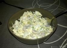 Sałatka jajeczno-pieczarkowa - przepis ze Smaker.pl  Jest pycha! Składniki  pieczarki jajka kukurydza ser żółty zielona pietruszka majonez sól i biały pieprz  > 6 os. 15 min ...