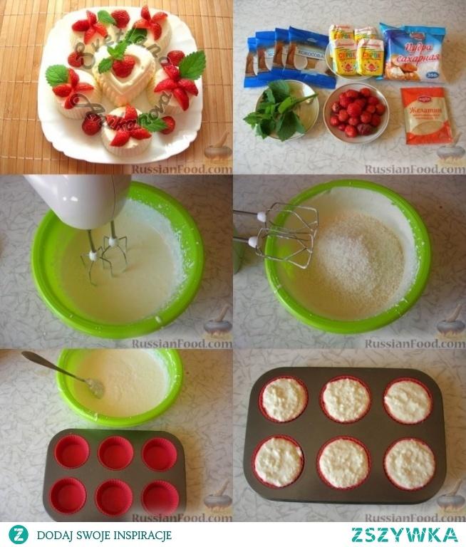 Torty kokosowe  russianfood.com  Ser biały, waniliowy - 4 szt. (360 g) Śmietanka 20% - 200 g Wiórki kokosowe - 160 g Cukier puder - 3 łyżk Żelatyna - 25 g Woda - 4 łyżki. łyżki Do dekoracji: Truskawki - 50 g Mięta pieprzowa lub świeża melisa - do smaku  Żelatynę rozpuścić w wodzie. W osobnym pojemniki zmiksuj dokładnie ser, cukier puder, śmietanę.By nie było grudek.  Delikatnie podgrzewać żelatynę by napęczniała, nie gotować- ma być cały czas letnia i delikatnie zmieszać ją z masa serową. Dodać wiórki kokosowe i delikatnie mieszać. Przygotowaną masę wlać do foremek. Wysłać deser do zmrożenia do lodówki.  Po zestaleniu masy dekorujemy kokosowe torty truskawkami, miętą czy melisą.