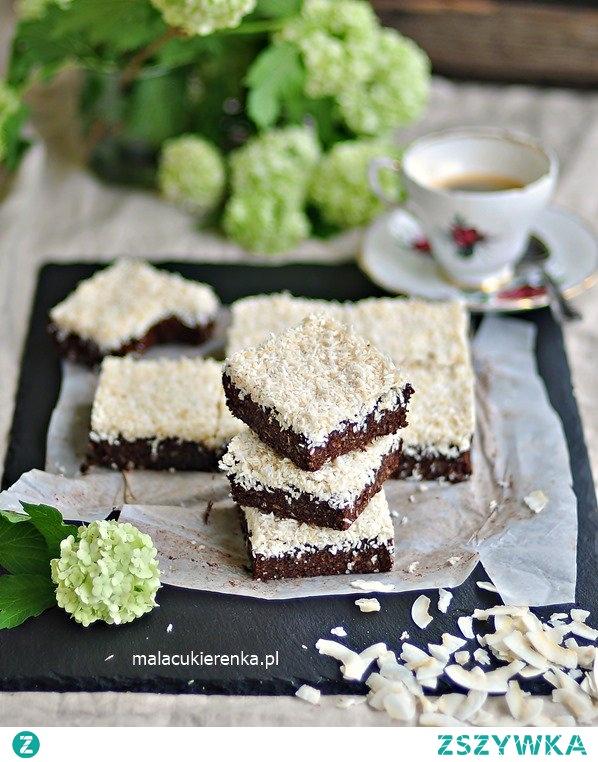 Ciasto kakaowo – kokosowe z pestkami bez cukru, bez glutenu, wegańskie. Przepis po kliknięciu w zdjęcie.