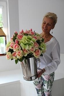 cooler pełen sztucznych róż - sklep tenDOM