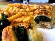 Pyszny pomysł na łososia ze szpinakiem w cieście francuskim.  Przepis po klik...