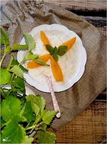 Mleczno-mięto ryż z owocami