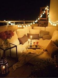 Nawet na małym balkonie miło spędzicie czas. A klimat tworzy nasza girlanda.