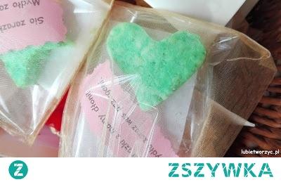 Tutorial ukazujący sposób powstawania handmade'owego mydełka ;)