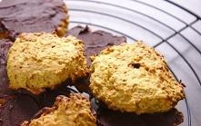 Śniadaniowe ciasteczka owsiane z olejem kokosowym.