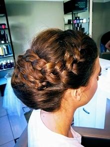 Ślubna fryzura powinna być ...