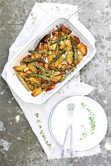 Młode ziemniaki pieczone z zielonymi szparagami - przepis po kliknięciu w zdjęcie