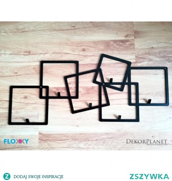 Metalowy wieszak na ubrania QUADRO firmy FLOXXY to znane figury geometryczne w kształcie kwadrata. Oryginalny Design z rozproszonymi kwadratami wspaniale spełnia funkcję praktyczną jak i dekoracji ściennej. Wieszak metalowy na ubrania to solidny produkt wytwarzany w Polsce. Wieszak z metalu Quadro to jeden z wielu produktów Floxxy przedstawiający figury geometryczne. Floxxy to jakość i dobra cena.