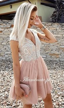 Przepiękna karmelowa sukienka z kolekcji Illuminate