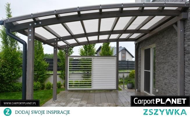 Zadaszenie tarasu drewniane nowoczesne projekt P2 z pokryciem dachu z poliwęglanu litego Fastlock Uni z zabudową boczną ruchomą z możliwością regulacji żaluzji